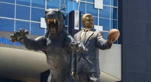 jerry richardson charlotte statue