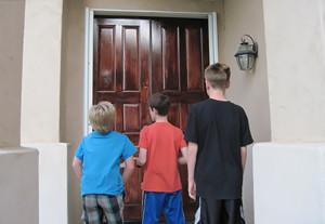 door-to-door-charity-scam