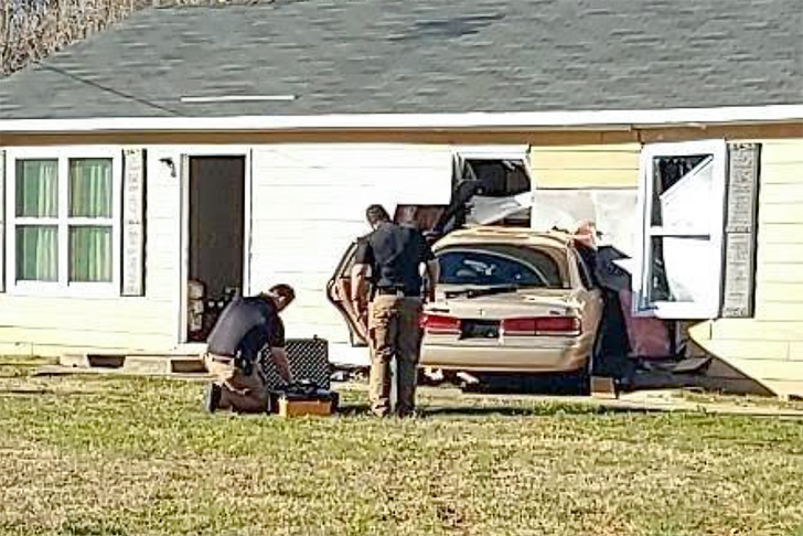 car-crashes-into-home-in-gastonia