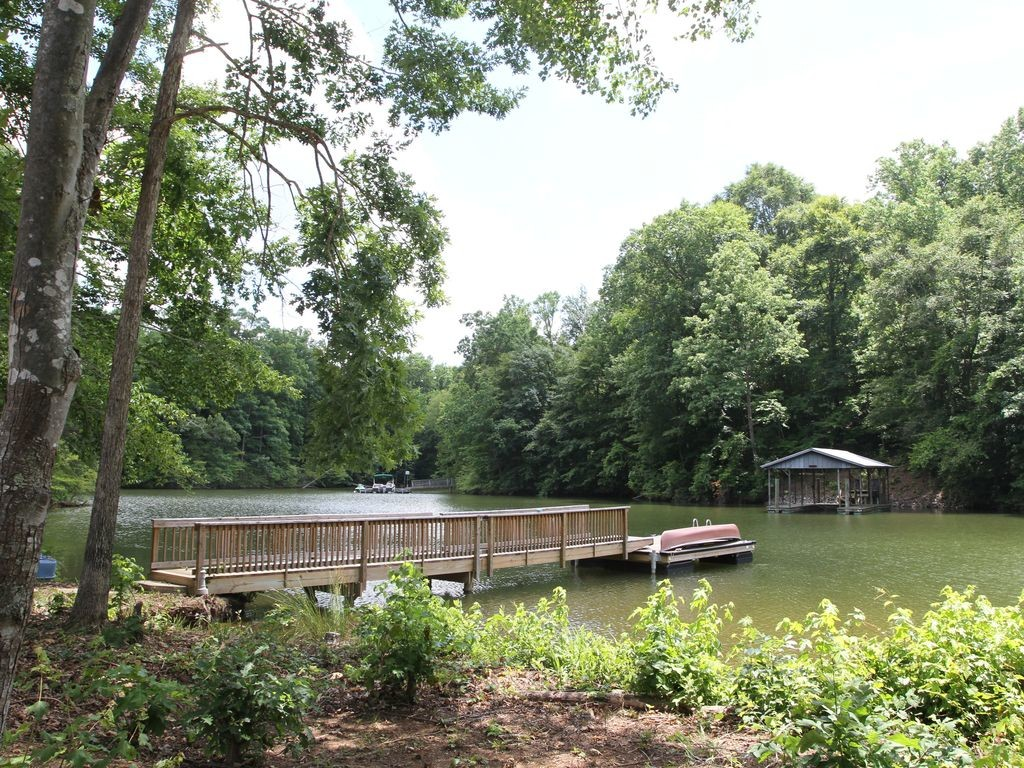 homes-for-rent-on-lake-norman-3