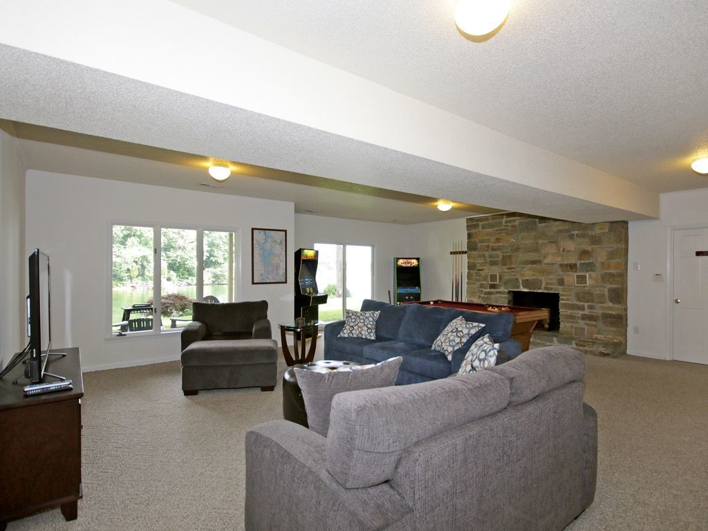 homes-for-rent-on-lake-norman4